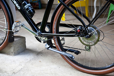Ursus Jumbo Double Kickstand mounted and retracted on the Pedego City Commuter. It tucks away nicely in alignment with the frame and rides low enough to not foul the chain. The lines are so elegant. I guess thats what you get with italian designers!