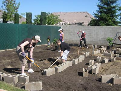 Hurley School Garden - Teresa & George 1033