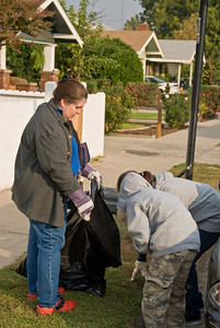 Make a Difference Day. 10-27-2007 Washington Residents for a Better Community along with friends from community churches and the Boys & Girls Club pitch in to clean up the Washington School Neighborhood.