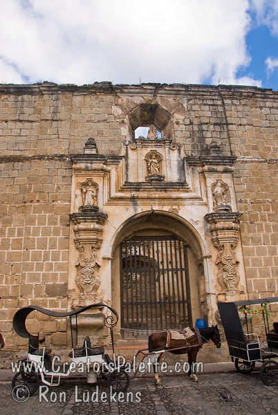 Guatemala Mission Trip - Day 8 - Friday, November 16, 2007<br /> Ruins of Church and Convent of Santa Clara - Templo y Convento Santa Clara   <br /> Horse and carriage for tourists.
