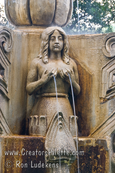 Guatemala Mission Trip - Day 8 - Friday, November 16, 2007<br /> Fountain and statue in Central Plaza - Antigua Guatemala.
