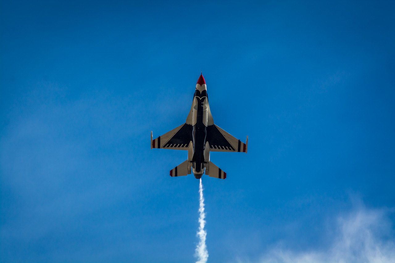 Thunderbirds F16 Flyover