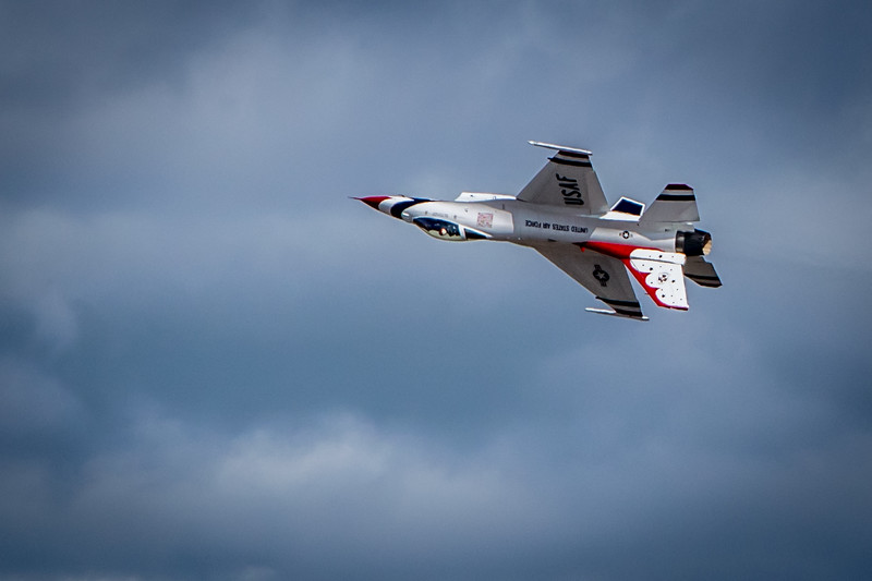Thunderbirds F16 Inverted Flight