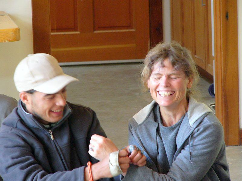 Rudolfo gives Erin his bracelet.