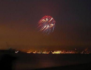 No tripod, jiggly fireworks.