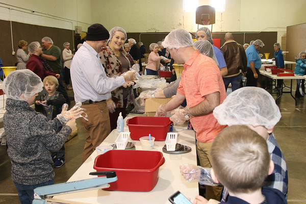 2020_3_1_Lifeline_Meal_Packing-19