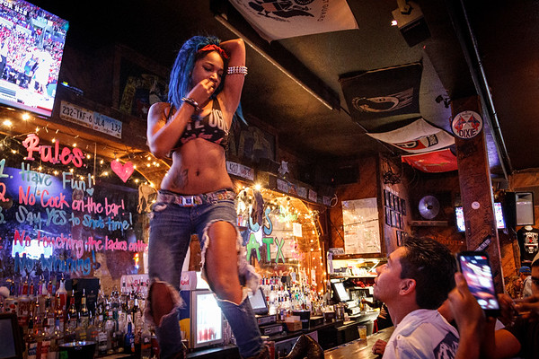 They're calling the shots at Coyote Ugly Austin (May 2014)