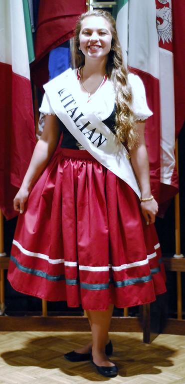 050116 Lorain International Festival princesses