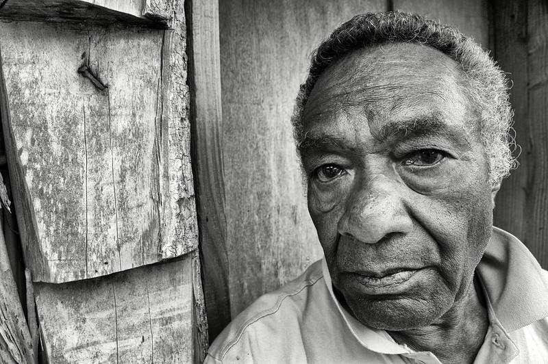 Jules Hnaweo, gardien coutumier des tortues de la réserve des grands chefs à Ahmelewedr. Lifou/Iles Loyauté/Nouvelle-Calédonie