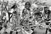 Groupe d'enfants réalisant une danse tribale sur le site d'Ahmelewedr à l'occasion de la fête de la Vanille. Lifou/Iles Loyauté/Nouvelle-Calédonie