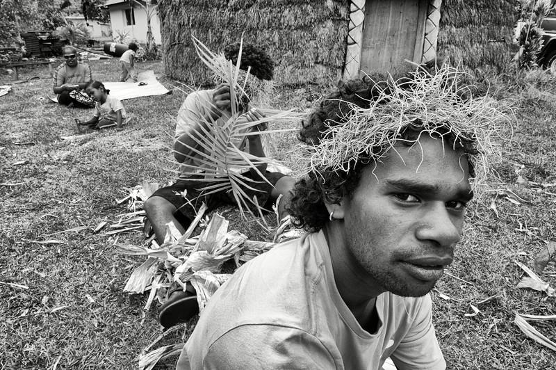 Portrait d'un danseur se préparant pour une cérémonie de mariage à We. Lifou/Iles Loyauté/Nouvelle-Calédonie