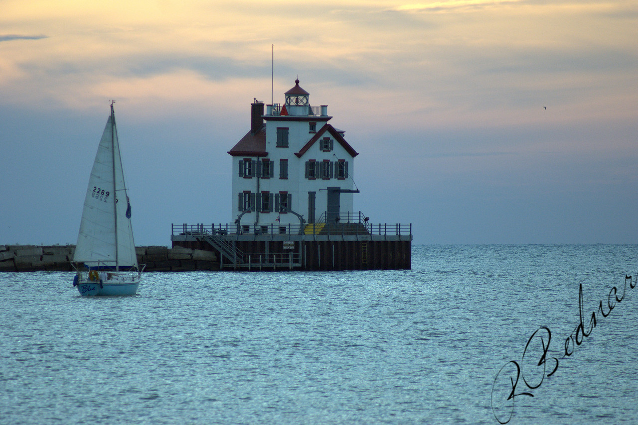 Photo By Robert Bodnar..................Lorain Lighthouse