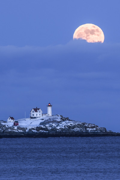 Super Moon (Wolf Moon) New Year's night 2018 over the Nubble Lighthouse