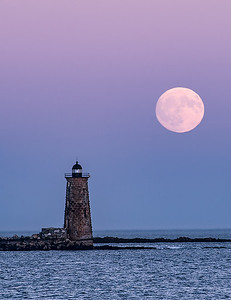 Whaleback Lighthouse with the Harvest Moon