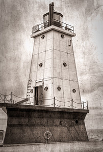 LakeMichiganLighthouse_02-299A