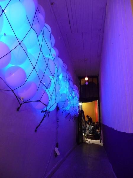 Echo of an axe - 2013 - led - balloon - netting - sound
