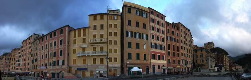 The promenade; panorama made with Autopano Giga stitching together 17 single images.  La passeggiata di Camogli; panoramica realizzata unendo insieme 17 immagini singole.