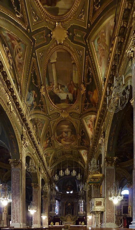 Stitched photo; the interior of the Basilica  Foto dell'interno della chiesa ricavata unendo 4 scatti singoli.