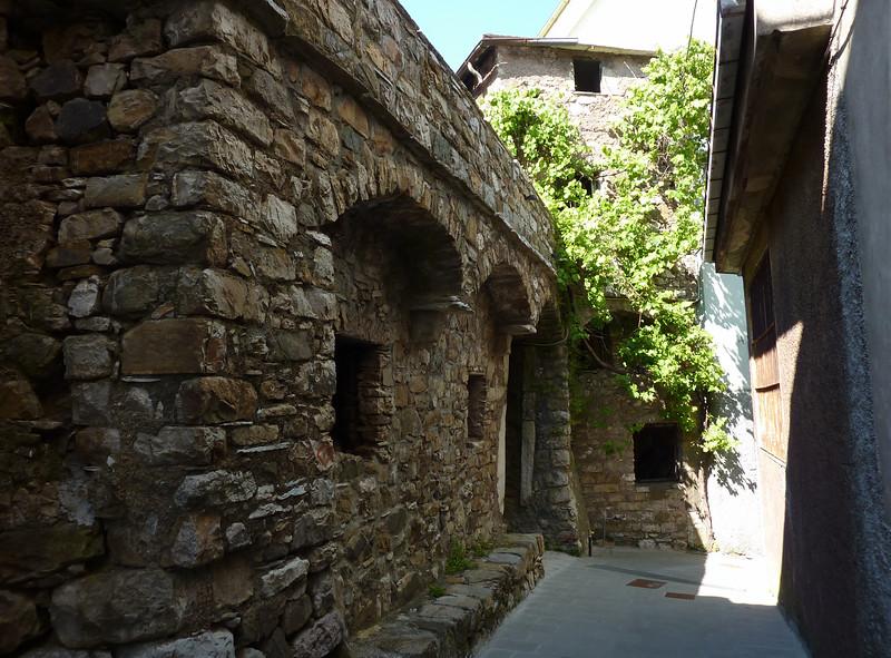 Statale, stone house; stitched panorama made with Autopano Giga from 3 images.<br /> <br /> Case di pietra; Immagine ricavata unendo 3 scatti singoli con il software Autopano Giga.