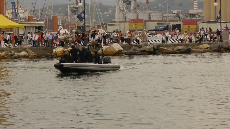 La Spezia, Festa della Marineria 2011; esibizione del Cnes, i subqcquei della Polizia di Stato