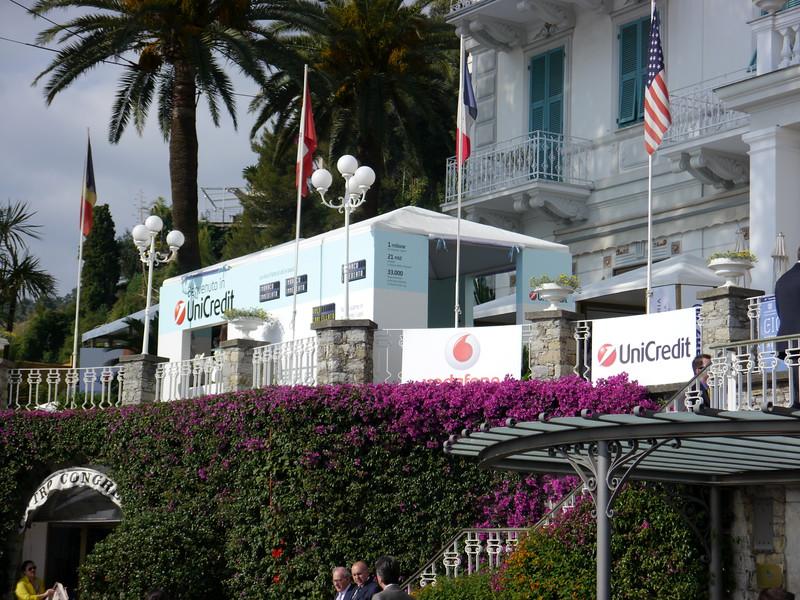 """Lo stand di Unicredit al convegno dei giovani imprenditori """"Guardare lontano per vedere oltre"""" di Santa Margherita Ligure"""