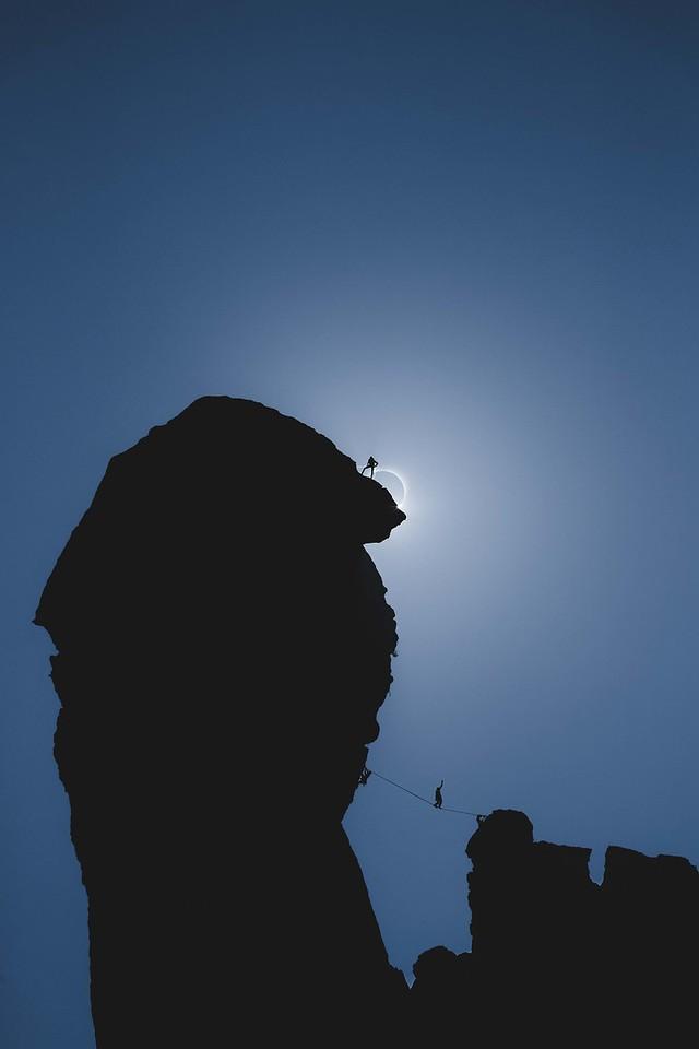 Solar Eclipse with Slackliner