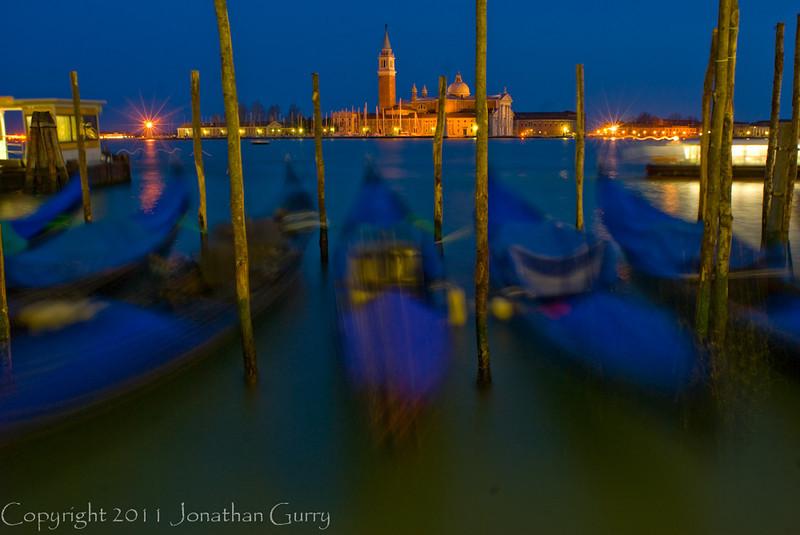 1233 - Moving Gondalas in Venice, Italy.