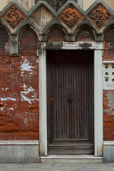 1224 - Doorway Venice, Italy.