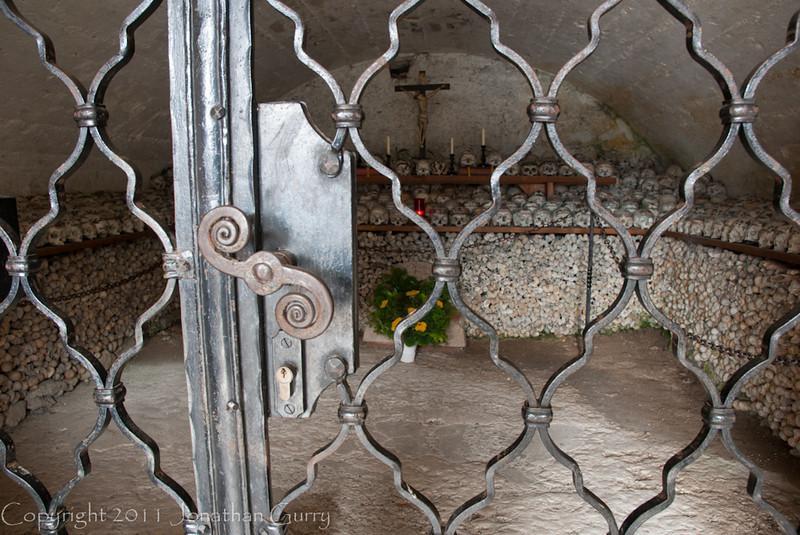1099 - Skulls and Bones.  Hallstat, Austria.