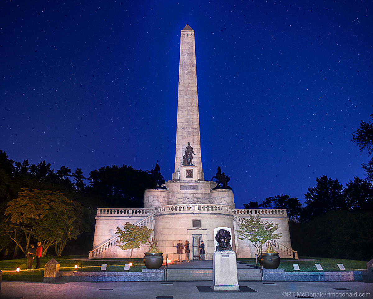 Lincoln Tomb at Night