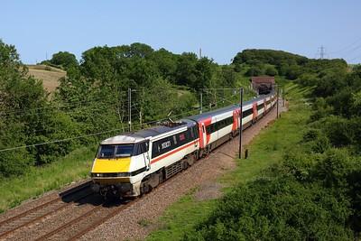 91119 working the 1D20 London Kings Cross to Leeds exits Stoke Tunnel, Grantham on 23 June 2020  Class91, ECML, LNER, ECMLGrantham