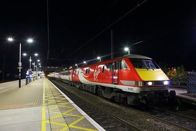 91107 on the 1S27 London Kings Cross to Edinburgh at Newark North Gate on the 17th November 2017.