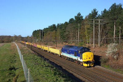 37425 leads 37402 on the 6P01 0725 Wivenhoe to Whitemoor at Belstead on 11 April 2021  Class37, GEML, DRS