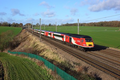 43309 leading 43238 on NL55 working 1B41 0950 Leeds to London St Pancras at Ayres End Lane, Harpenden on 27 December 2020  EMRHST, MMLSouth