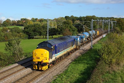 37425 leads 37422 on 3S60 Stowmarket RHTT circular returning from Southend Victoria west of Hockley on 22 October 2020  Class37, DRS, ShenfieldSouthendline