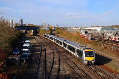168107 on the 1Y25 0910 Oxford to London Marylebone at Neasden south junction on the 8th November 2018