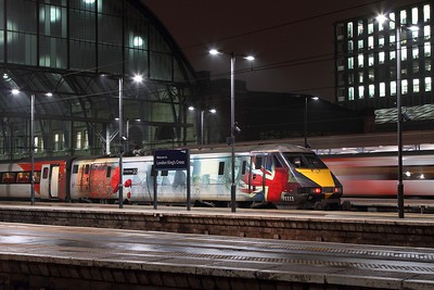 91111 having arrived with 1E22 1600 ex-Edinburgh and will work 5Y22 to Bounds Green at Kings Cross on the 9th February 2017