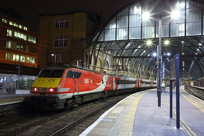 82204+91124 having arrived at London Kings Cross with 1Y44 1625 Newcastle to Kings Cross on the 13th December 2019  Set in reverse formation