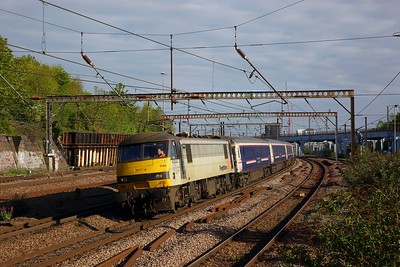90044 on the 1E43 2143 Aberdeen and Fort William to London Kings Cross at Harringay on the ECML on the 6th May 2019