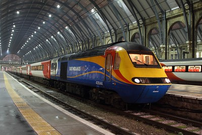 43044+43082 on the 1D33 2135 Kings Cross to Leeds at Kings Cross on the 9th February 2017