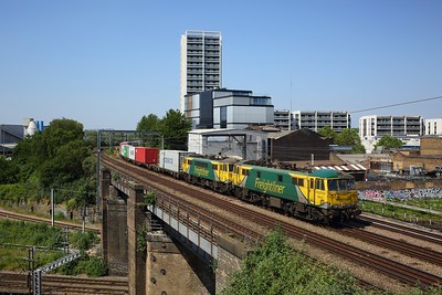 Freightliner Powerhaul 86637 leads 86622 over the ECML at Caledonian Road with 4L97 Trafford Park to Felixstowe freightliner on NLL on 30 May 2020