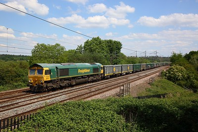 66616 powers the 6H50 Willesden to Tunstead at Chelmscote on WCML on 1 June 2020  Freightliner66, WCMLLondon, Freightliner