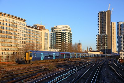 375627+375618+375629 on the 2Z24 0857 London Waterloo to Ramsgate at Vauxhall on the 28th December 2017