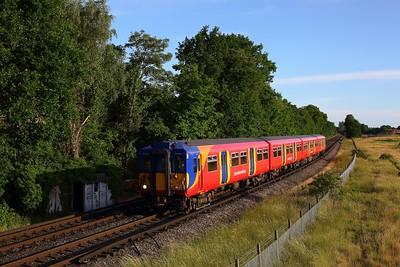 455867 works the 2H62 1922 Shepperton to Kingston shuttle approaching Upper Halliford on 14 June 2020  SWR, Class455, Sheppertonline