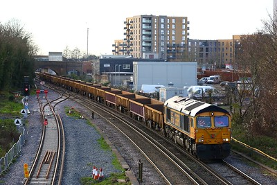 66748 working 6G11 1217 Eastleigh East yard to Clapham junction at Feltham on 25 December 2020  GBRF66, WaterlooReadingline