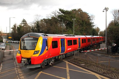 707004+707006 on the 5Q61 1410 Clapham yard sidings to Reading at Sunningdale on the 16th Feb 17