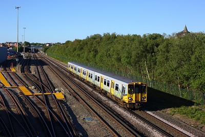 508140 working 2G61 1858 Kirkby to Liverpool Central at Kirkdale on 12 June 2021  Class508, MerseyRail, NorthernLineMR, Facemask