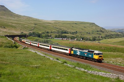 47593 tnt 37521 working 1Z44 1438 Appleby to Skipton at Ais Gill on 31 July 2020  Class47, LSL, SandC