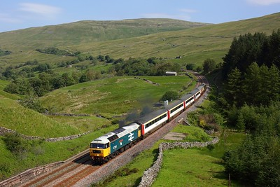 47593 leads 37521 on 1Z42 1035 Appleby to Skipton at Mossy Bottom on 31 July 2020  Class47, LSL, SandC
