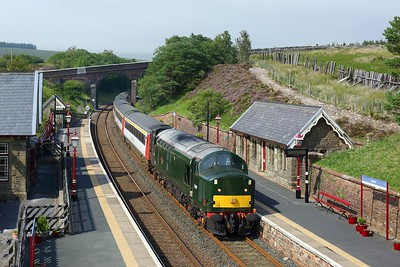 37521 leads 47712 on 1Z44 1438 Appleby toSkipton at Dent station on 15 August 2020  LSL, Class37, SandC